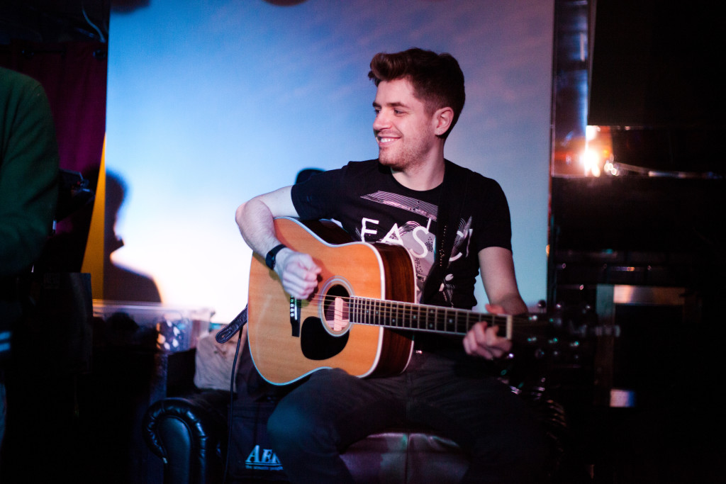 Acoustic Guitar Lesson in Earls Court for Beginners Intermediate