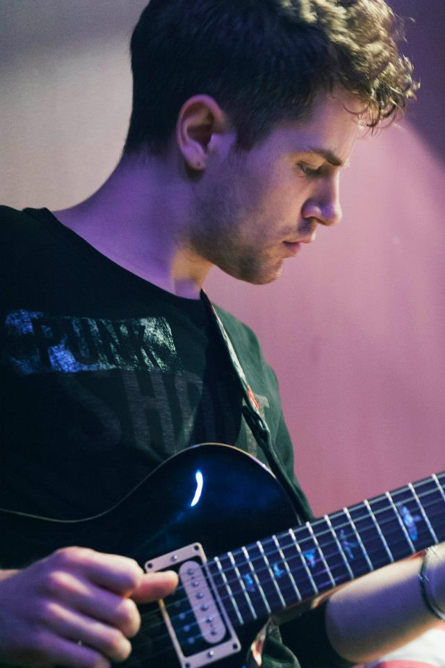 Electric Guitar Lesson in Earls Court for Beginners and Intermediate Guitar Players